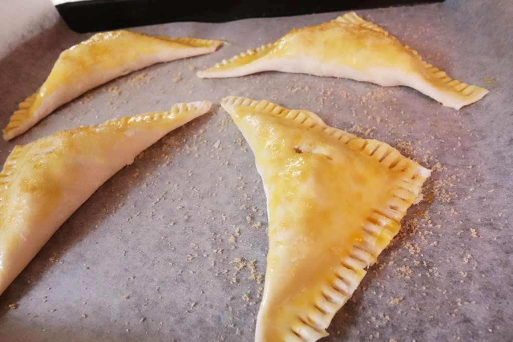 Baking crispy apple turnovers in an oven