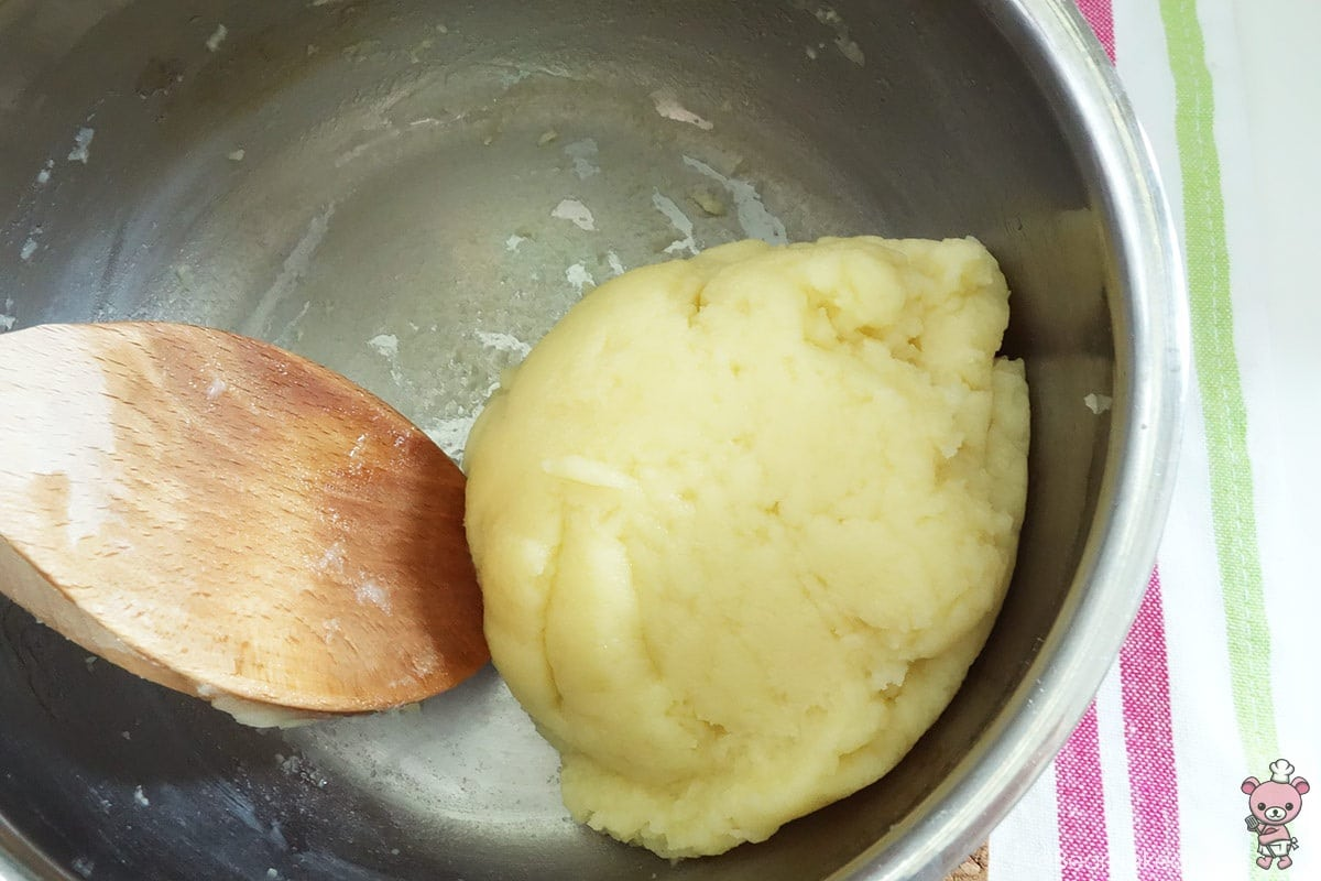 cooking dough for choux pastry