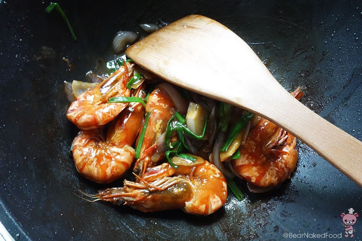 Bear Naked Food king prawns with ginger and spring onions