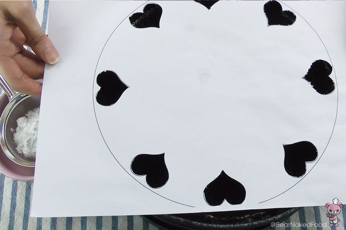 I made a heart-shaped template. :-)