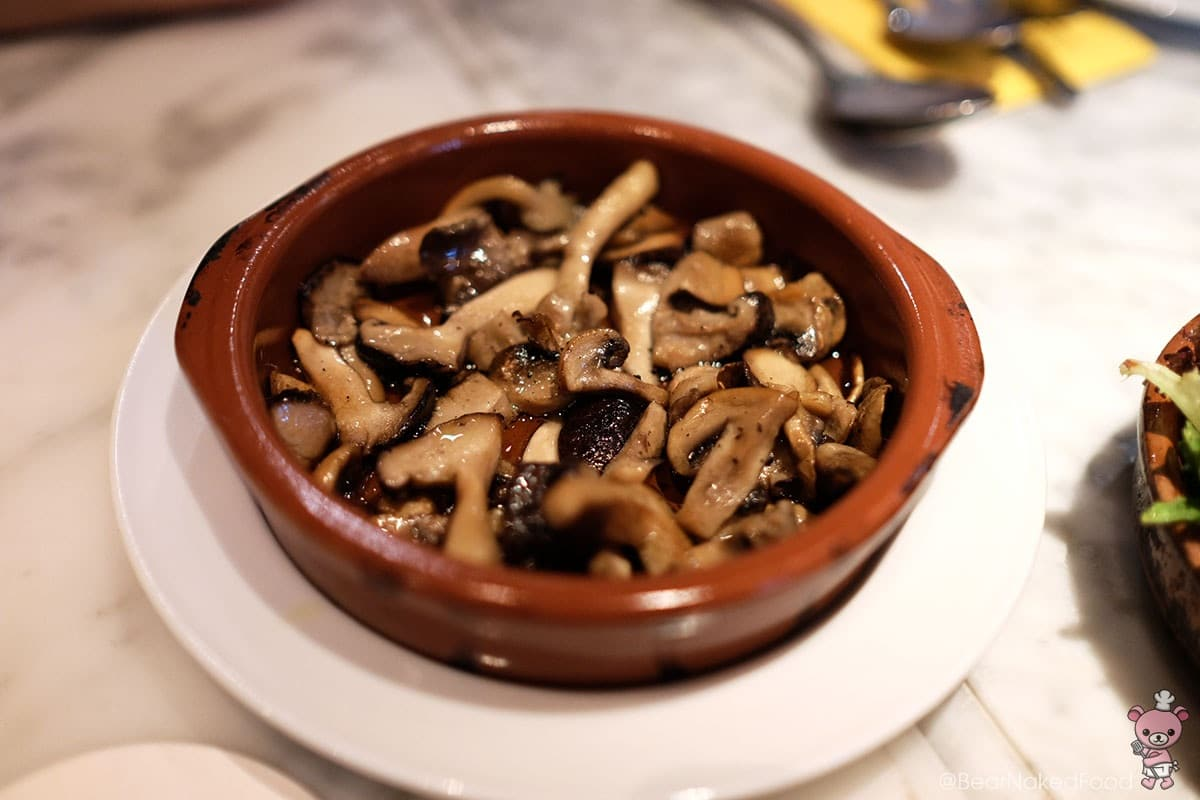Salteado de champiñones (mushrooms sautéed in extra virgin olive oil, $8)